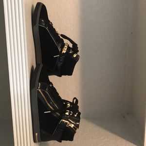 Micheal kors Black sneakers size 9